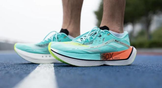 高性能专业跑鞋